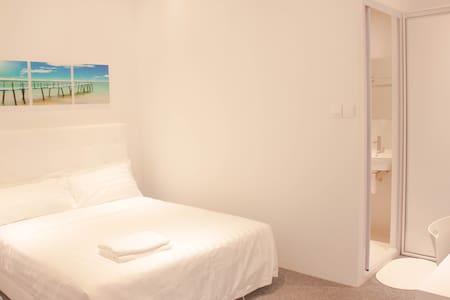 NEW Cosy Private En-Suite Room @Orchard Area/City - Singapore - Lejlighedskompleks