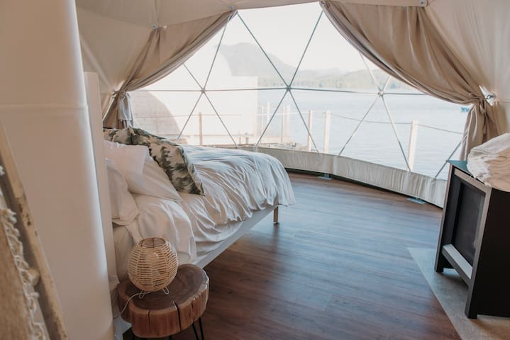 WILDPOD Luxury Glamping: WOOD Dome