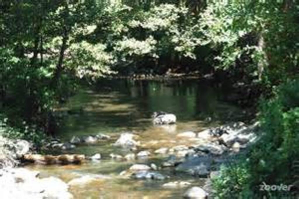 lieu paisible, baignade possible dans les cascades