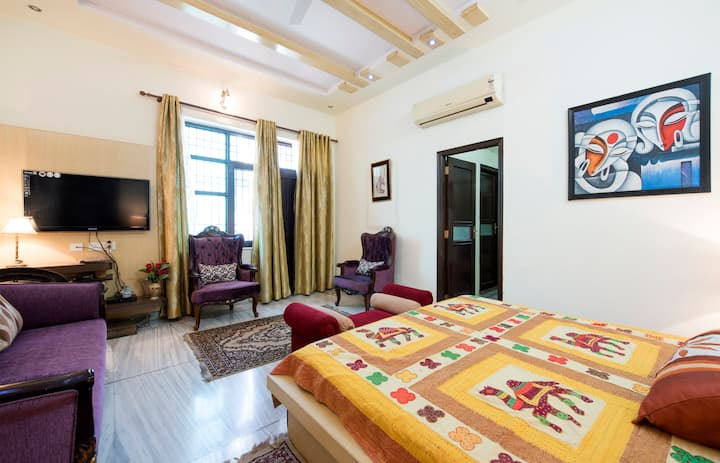 Luxurious Family Friendly Room in Vaishali Nagar