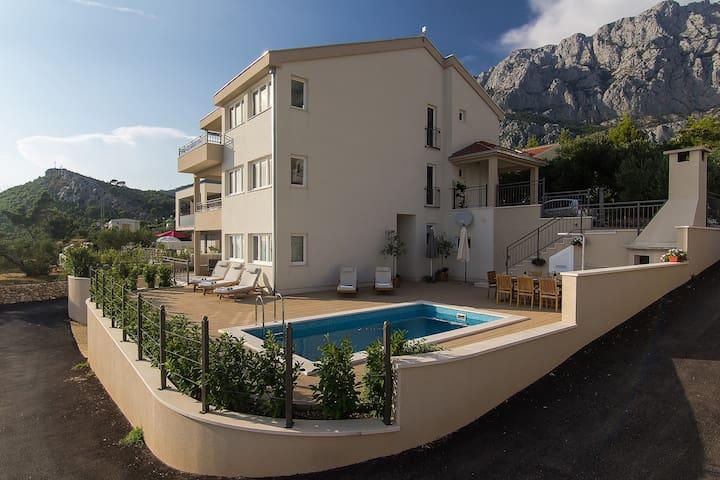 Villa Paolo Makarska w/ pool & sea view