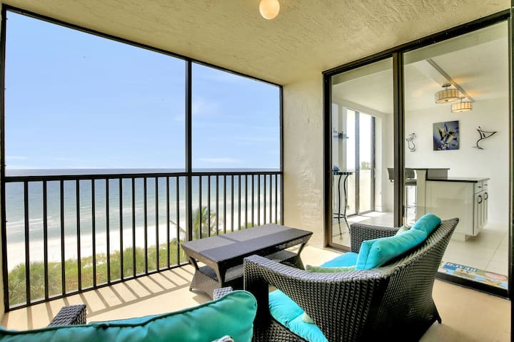 Stunning 5th Floor Bayshores Condo directly on Vanderbilt Beach