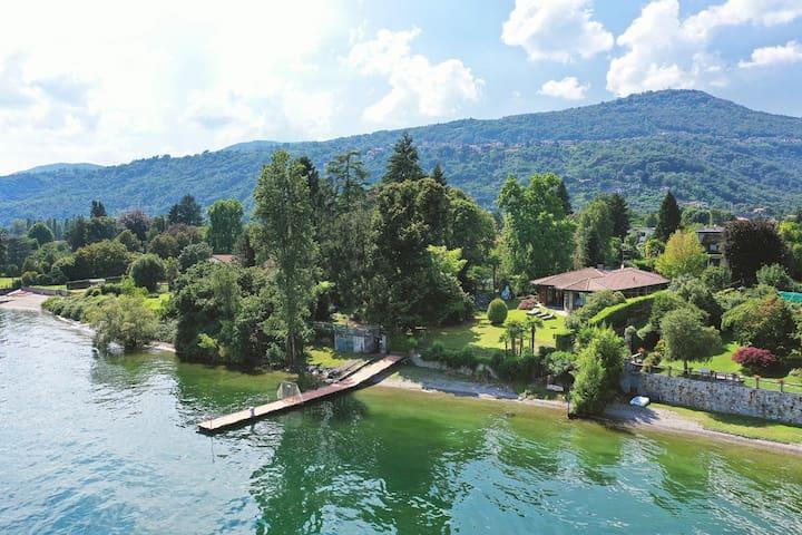 Wonderful Villa Water front Lesa