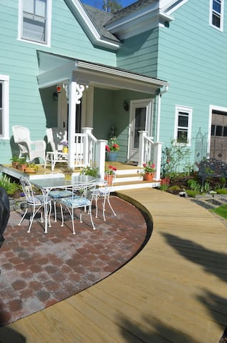 Walk on up the decking to the Carriage House apartment.