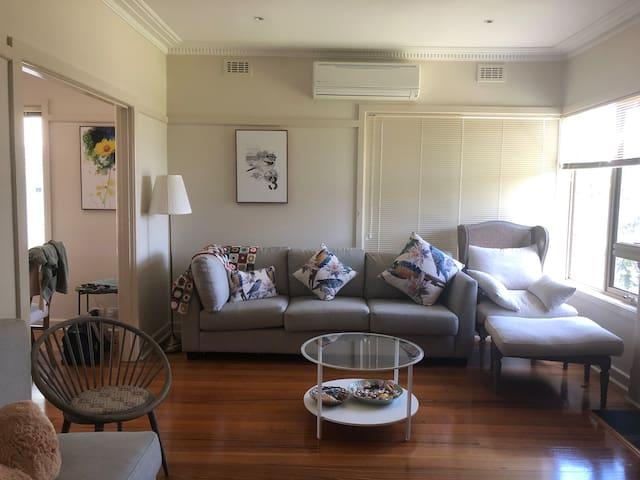 comfortable bentleigh family house