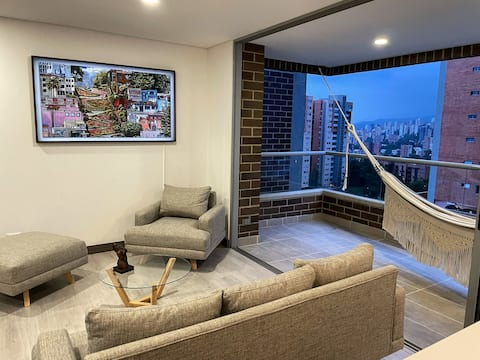 Luxury 2bdr/2.5 bathroom apartment with great view
