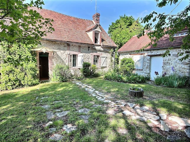 Gîte La Fontaine Bouillante (maison de campagne)