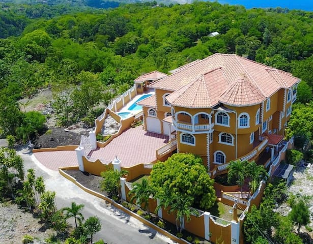The Palms at Oracabessa *Luxury Rental* Full Staff
