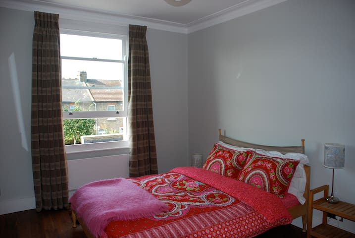 Lovely room in amazing house near Picadilly line.