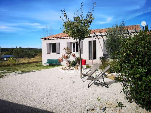 Entre Nimes et Avignon, La Villa des Moulins