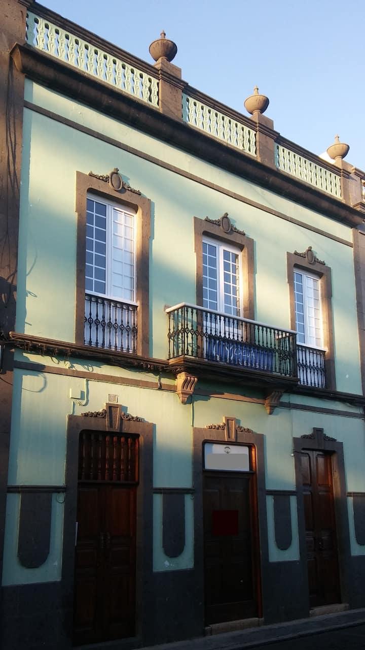 Habitación doble con baño privado en casa Canaria