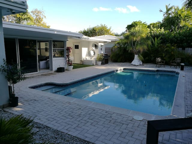 Charme House in Key Biscayne - Key Biscayne - House