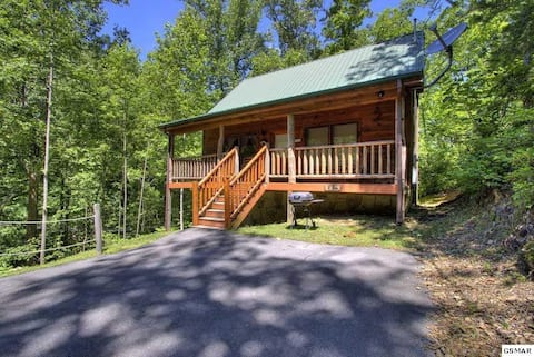 "GsM - Honeymoon ""I DO"" Cabin , PriVaTE , HotTub"