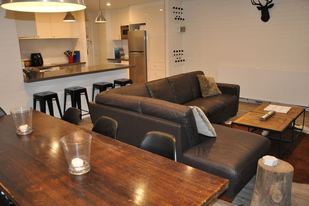Post day on the slopes relax on the large leather L shaped sofa or at the breakfast bar that seats 4.