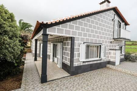 Boa casa na Praia da Vitória - Praia da Vitória