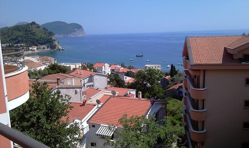 Двухэтажная квартира в Черногории с видом на море