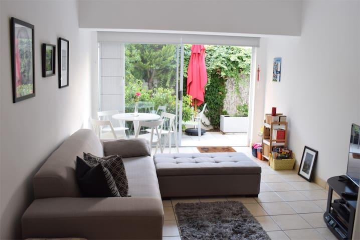 1 Bed in an ideally located, Sea Point Garden Flat - Kapstadt - Wohnung