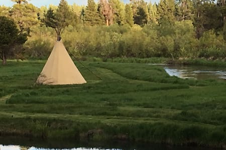 "River Front Tipi ""Glamping""! Stay in a REAL Tipi! - La Pine"
