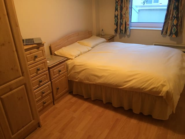 Beautiful Double Bedroom in Galway - Salthill