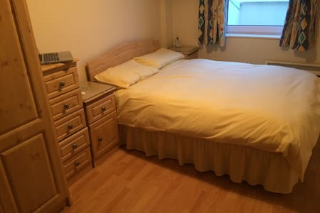 Beautiful Double Bedroom in Galway - Salthill - Appartement