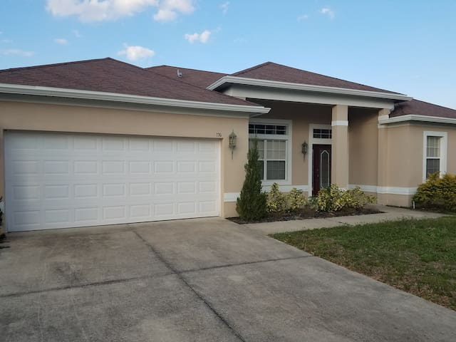 Spacious Home Near Disney - Davenport - Casa