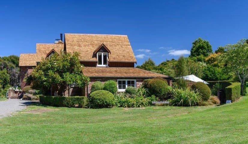 Akaroa Retreat Gatekeepers Cottage