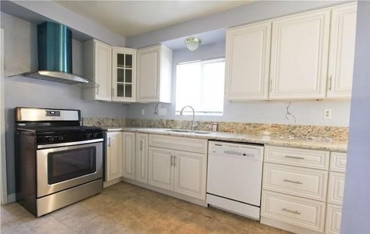 Safe and Relaxing 2 Bedroom House Close to Caltech