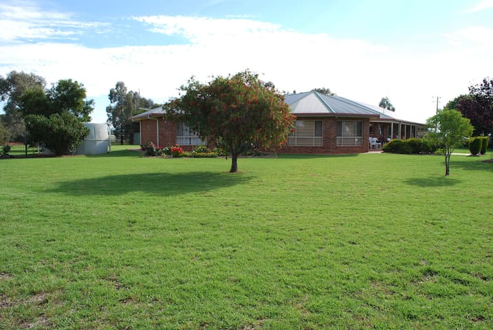 Narromine quality home in a quiet rural setting