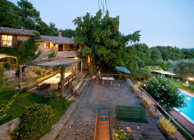 Stone Villa overlooking Todi with swimming pool - Todi - Casa de camp