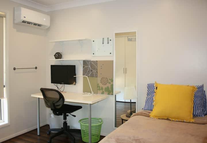 Aircon Cosy Room A: Near USQ-WiFi-Lock-Single