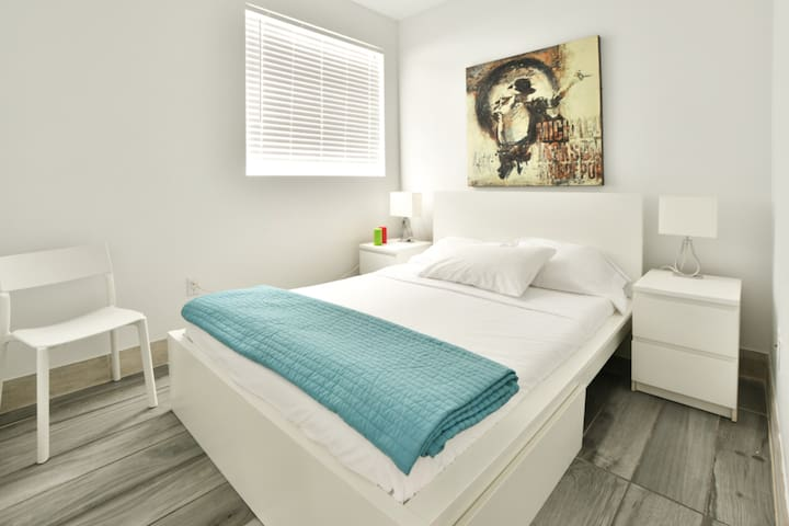 Designer Two Bedroom w/Full Kitchen in the Heart of South Beach - Sleeps (6)  | No Cleaning Fee - P