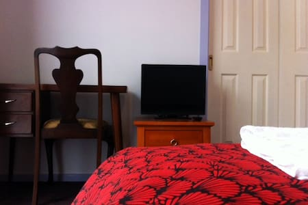 Cozy double bed room in large house with garden - Narre Warren South
