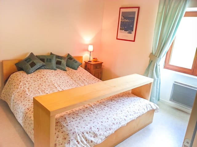 Master bedroom with queen-sized double bed and toilet/wash basin ensuite.  (Travel cot can also be supplied.)