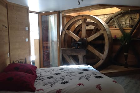 Appart ,dans moulin avec jacuzzi - Orcier - Apartament