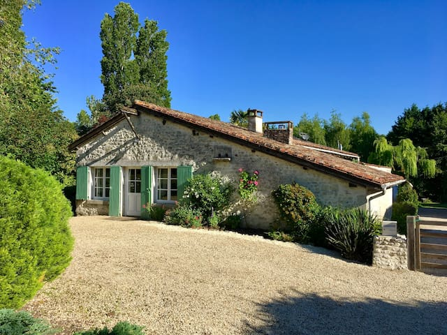 Le Four a Pain -Luxury Gite, Pool & great location