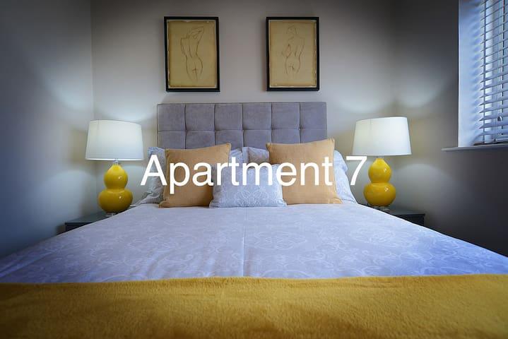 Apt 7 - Modern, refurbished, 2nd floor Apartment
