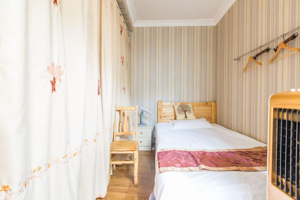 小房间的温馨,让你美美的睡上一觉