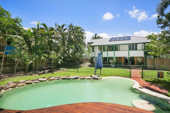 Large Family Friendly Queenslander Home!