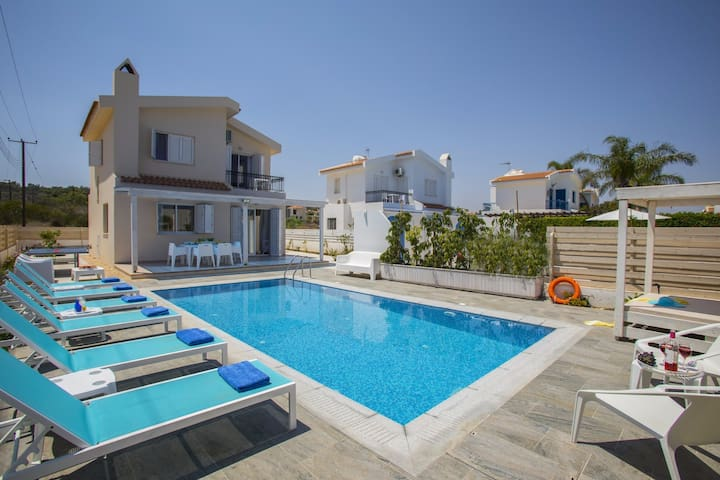 3 Bdr Villa in the Heart of Protaras