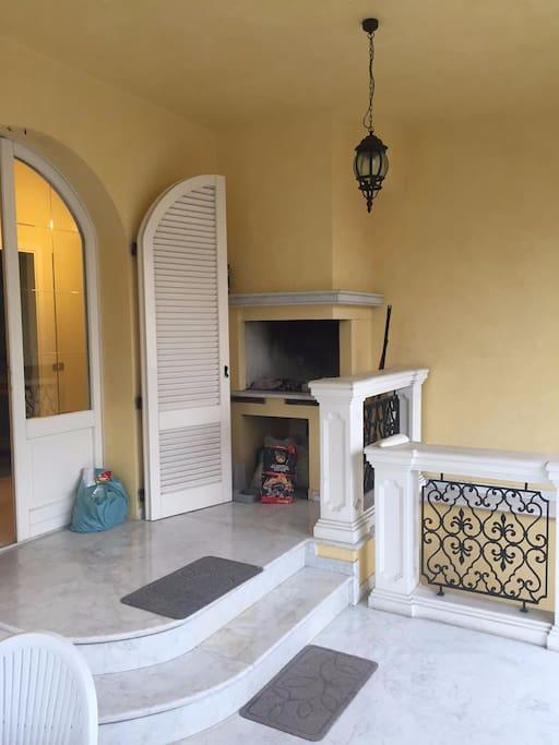 Villa esclusiva con terrazzo garage e giardino villas for Giardino rimini