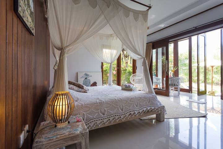 Luxury room in Canggu w/pool****