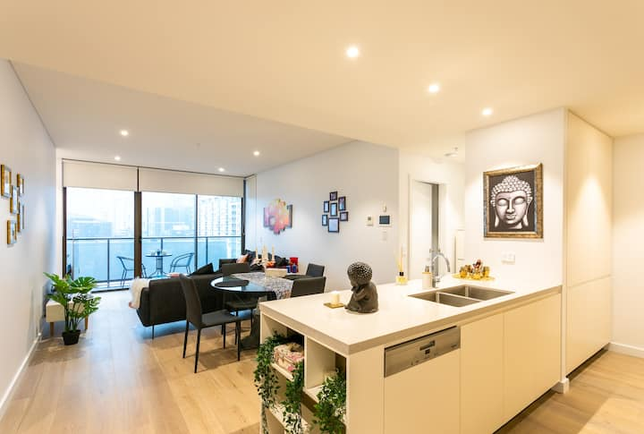Modern & Stylish Home in Darling Harbour-Brand New