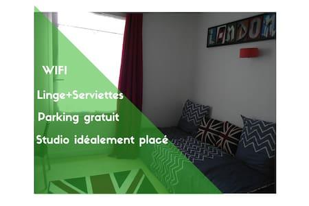 Studio à Wazemmes proche du métro, parking gratuit - Lille