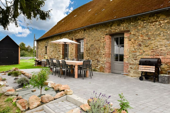 Cozy Holiday Home in La Neuville-aux-joutes with Garden