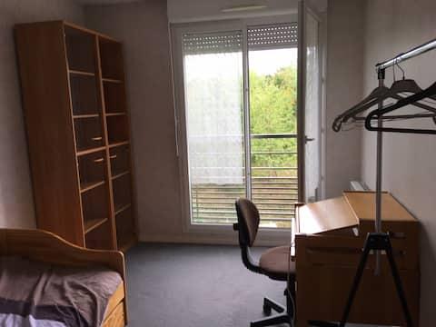 Chambre à gauche, idéal pour étudiants