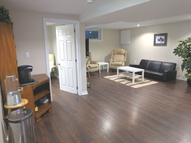 Ottawa South, Quiet country basement up to 4 ppl