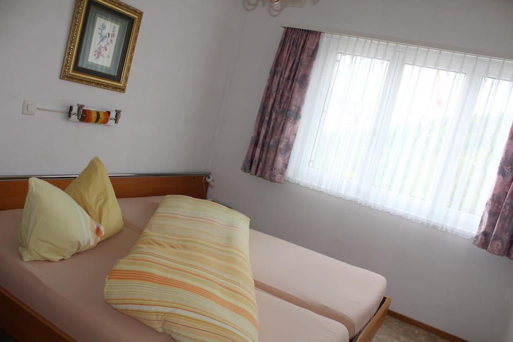 Schlafzimmer, 2 Betten