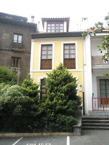 Casa asturiana céntrica y al lado del mar