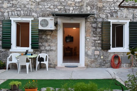 Apartment Marteli-first line to the sea