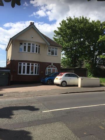 Self contained basement flat close to city centre